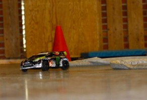 RC i aulaen på Seiersten. Traxxas Gymkhana Ford Fiesta 1/16